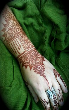 heartfirehenna.com - Lovely Art Deco inspired Indian-style henna at least 24 hours after paste removal.