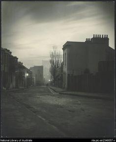 Cazneaux, Harold, 1878-1953. Lighting up (gaslight), Albion Street, Surry Hills, N.S.W., 1906
