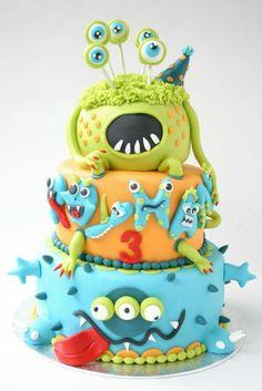 Kinder Geburtstagstorten Marzipan Figuren dreistöckige Torte