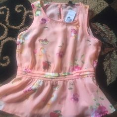 NWT pretty peplum top Size medium NWT Forever 21 peplum top peach with flower print keyhole back very pretty Forever 21 Tops