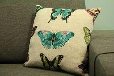 Coussin tissu lin imprimé papillon (modèle Papilio de la colection Amazilia de chez Harlequin) et dos lin lila . Création Seats Please http://www.alittlemarket.com/textiles-et-tapis/fr_coussin_carre_40x40_en_tissu_lin_imprime_papillions_et_dos_lin_lila_-17001326.html