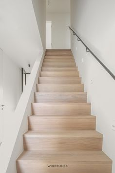 Stairs Without Railing, Outside Stairs, Metal Stair Railing, Banisters, House Staircase, Modern Staircase, Interior Stairs, Interior Architecture, Clever Kitchen Ideas