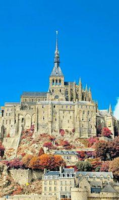 Mont Saint Michel France, Le Mont St Michel, Beautiful Castles, Beautiful Places, Region Normandie, Tourist Sites, The Beautiful Country, French Countryside, Ancient Architecture