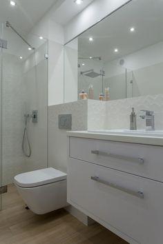 Simplitate functionala in 48 de metri patrati- Inspiratie in amenajarea casei - www.povesteacasei.ro Minimalism, Vanity, Dining, Bathroom, Modern, Home, Dressing Tables, Washroom, Powder Room