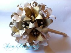 Outro lindo bouquet de casamento com lírios em tons de dourado!!