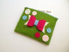 Bustina portatessere / portamonete in feltro con cerniera. Handmade in pannolenci by The Candy Apple Creations