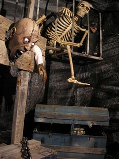 Torture Room Stockade Side - great pics of a Halloween torture chamber