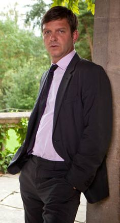 'Midsomer Murders' with Jason Hughes as DS Ben Jones Pbs Mystery, Mystery Series, Famous Detectives, Tv Detectives, Uk Actors, British Actors, English Drama, Uk Tv Shows, Midsomer Murders