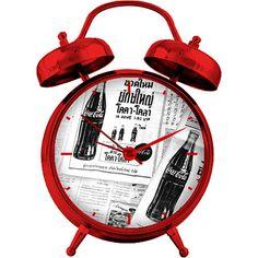 Relógio de Mesa Coca-Cola Metal Newspaper Vermelho/Branco/Preto  http://www.americanas.com.br/produto/119824867/relogio-de-mesa-coca-cola-metal-newspaper-vermelho-branco-preto?DCSext.recom=Neemu_Produto_similares-categoria-3&nm_origem=rec_produto_similares-categoria-3&nm_ranking_rec=1