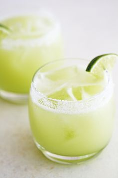 Honeydew melon puree, fresh-squeezed lime juice, agave nectar and silver tequila make this honeydew lime margarita extra refreshing and delicious. Lime Margarita Recipe, Margarita Recipes, Cocktail Recipes, Margarita Flavors, Limeade Recipe, Margarita Drink, Margarita Alcohol, Mojito, Drink Recipes