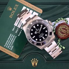 Always remember to keep your box and papers! #Rolex #submarinernodate #114060…