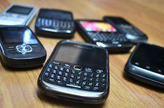 Gobierno dice Telefónicas no cooperan para eliminar teléfonos macos. DETALLES: http://www.audienciaelectronica.net/2015/08/gobierno-dice-telefonicas-no-cooperan-eliminar-telefonos-macos/