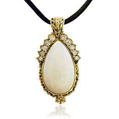 Der Atem soll stocken! Das ist das Ansinnen jedes Colliers, auch hier mit dem hinreissendenr Anhänger in Gelbgold mit Opal unnd Diamanten Vintage Schmuck Juwelen kaufen verkaufen durch Gutachter und Sachverständigen