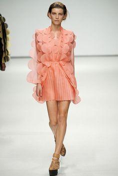 Christopher Kane Spring 2009 Ready-to-Wear Fashion Show - Luca Gadjus