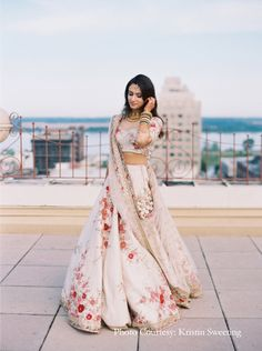 A Garden-Inspired Indian Wedding in Memphis, Tennessee – Um casamento indiano inspirado em jardim em Memphis, Tennessee – Indian Wedding Gowns, Indian Bridal Outfits, Indian Gowns Dresses, Indian Designer Outfits, Bridal Dresses, Indian Weddings, Punjabi Wedding Dresses, Nigerian Weddings, African Weddings