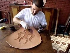 Total visual video - no audio -- some Spanish subtitles ▶ Banco Moto Chopper / Motorcycle Seat Leather Carving - YouTube