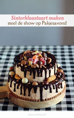 Easy Cake : Make Sinterklaas cake with gingerbread cream, Sweet Recipes, Cake Recipes, Drip Cakes, Themed Cakes, No Bake Desserts, I Love Food, Cake Cookies, No Bake Cake, Holiday Recipes