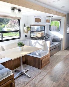 An RV camper interior renovation ideas is a superb way of traveling comfortably. It's now prepared for the client to enjoy camping at the VW indicates he is planning to attend! RV Camping is an immense family experience. Rv Campers, Happy Campers, Camper Van, Remodel Caravane, Travel Trailer Remodel, Diy Rv, Camper Renovation, Rv Interior Remodel, Camper Remodeling