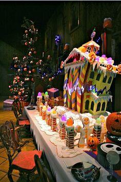 Disneyland // Haunted Mansion Holiday // Gingerbread House 2011 // Jack Skellington Disneyland Halloween, Theme Halloween, Scary Halloween, Fall Halloween, Halloween Decorations, Disneyland Park, Disneyland California, Halloween Ideas, Halloween Gingerbread House