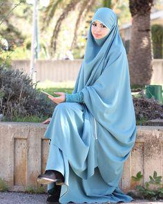 Hajib Fashion, Abaya Fashion, Modest Fashion, Muslim Hijab, Muslim Dress, Beautiful Muslim Women, Beautiful Hijab, Hijabi Girl, Girl Hijab