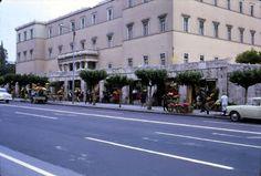 Καλοκαίρι στη retro Αθήνα των – World Reader's Digest Greece Pictures, Old Pictures, Old Photos, Athens Greece, Best Memories, Back In The Day, Past, Greek, Street View