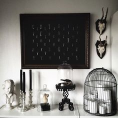 Really cool living room inspiration! Love the pictures on the wall, the sofa and the decor on the table. Goth Home Decor, Spooky House, Gothic House, Victorian Gothic Decor, Witch Decor, Home And Deco, Black Decor, Home Decor Inspiration, Decor Ideas