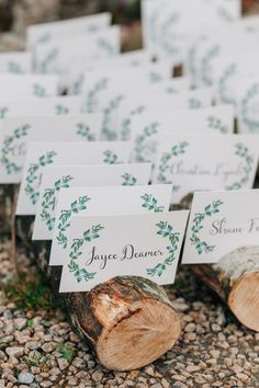 wood slice seating chart - photo by http://www.paulaohara.com/ http://ruffledblog.com/autumn-wedding-inspiration-in-ireland