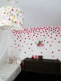 How to paint polka dots with a sponge
