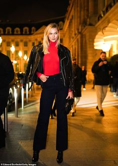 Karlie Kloss glammed up in France on Sunday where she enjoyed the Paris Fashion. All Black Fashion, Star Fashion, Paris Fashion, Trendy Fashion, Fashion Outfits, Karlie Kloss Street Style, Black Leather Motorcycle Jacket, Celebrity Style Inspiration, Celeb Style