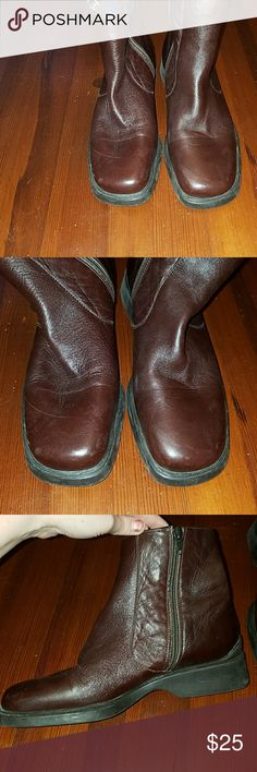 Brown leather East Spirit Booties (Narrow) Size 8 2A (narrow) brown leather booties by Easy Spirit. Good used condition. Have some very faint scuffs on the toes as noted in the last picture. Smoke free home Easy Spirit Shoes Ankle Boots & Booties