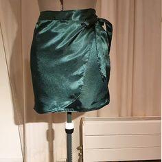 Solène Wrap Midi Skirt Digital Pattern // UK 6-16 US 2-12 //   Etsy Youtube Sewing, Dress Tutorials, Print Layout, Polka Dot Print, Pdf Sewing Patterns, Digital Pattern, Pattern Paper, Dress Making, Midi Skirt