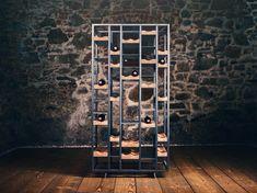 Das the loft – Weinregal no_07 kann sowohl als Statement in den Raum platziert, als auch funktionell zur Raumteilung verwendet werden. Es besteht aus einer in sich geschlossenen Schwarzstahlkonstruktion mit konkav-geformten Flaschenablagen aus Eichenholz. The Loft, Wine Rack, Design Inspiration, Furniture, Inspired, Home Decor, Concave, Urban Design, Flasks