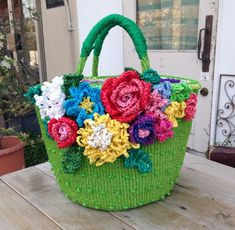 All About Flowers And Leaves Handmade Handbags, Handmade Bags, Crochet Crafts, Crochet Projects, Freeform Crochet, Crochet Shawl, Shabby Chic Art, Diy Tote Bag, Crochet World