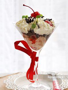 Deser z wiśniami - smaczna niespodzianka na Dzień Kobiet  #intermarche #deser #DzieńKobiet Tableware, Dinnerware, Dishes