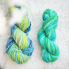 FAT YARN vs. SKINNY YARN ❔ Are you a skinny yarn person or more like a big yarn lover? Please let me know in the comments below! ⤵️ It's really interesting for me to hear what you think about this. If I should tell, I would say it's hard to decide. I love to knit with big yarns because I'm a little bit impatient with knitting, I wanna wear my creation right away. But on the other side, I know that the most delicate pieces can only made from thinner threads. Spinning thick or thin is a…