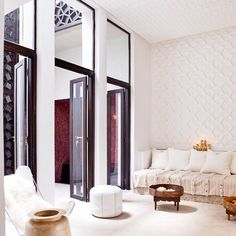 ◽️ Riad P'tit Habibi #riadptithabibi #riad #white #table #marrakech #morocco #lovemorocco #mydearmorocco @ptithabibi