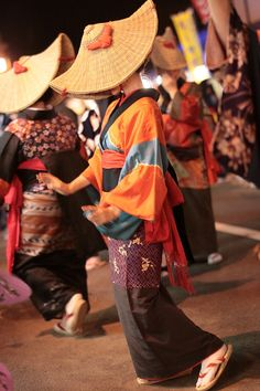西馬音内盆踊り - 秋田の四季 Nishimonai bon-odori Akita