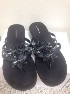 9adcc404d Womens Croft  amp  Barrow Black Thong Sandals Orig  45 Size  8 M - EUC