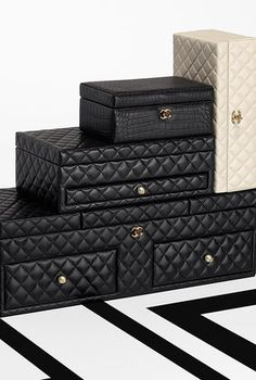 Large lambskin jewelry box - CHANEL