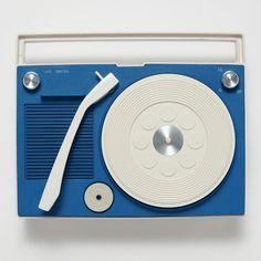 1960~80年代に聴き親しまれたポータブル・レコード・プレイヤーが一堂に会する〈日本のポータブル・レコード・プレイヤー展〉が三軒茶屋キャロットタワーにて開催される。開催期間は2016年7月30日~...