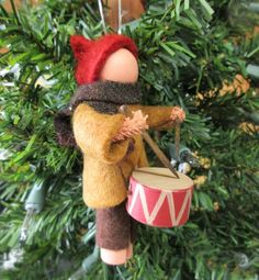 Little Drummer Boy Christmas Ornament Updated Clothespin Nativity Ornaments, Christmas Ornament Crafts, Holiday Ornaments, Christmas Projects, Felt Ornaments, Holiday Crafts, Christmas Crafts, Clothes Pin Ornaments, Wooden Spool Crafts