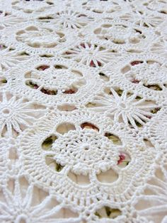 Nice crochet...  Couldn´t find pattern...