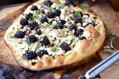 Food Matters Project: Blackberry Fennel Pizza - Scaling Back Goat Cheese Pizza, Pizza Pizza, Pizza Dough, Pizza Food, Vegan Cheese, Campfire Pizza, Queso Fundido, Blackberry Recipes, Gula