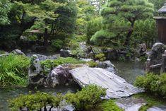 http://learn.bowdoin.edu/japanesegardens/elements/bridges/Bridges.Gosho/Bridge.Gosho.1.jpg