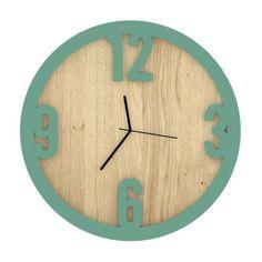 <strong>Wood Time</strong> è un <strong>orologio da parete</strong> realizzato in legno di rovere. Il design semplice, moderno e funzionale lo rendono un raffinato complemento d'arredo, facilmente adattabile ad diversi ambienti. Scopri gli altri colori disponibili su Lovli!