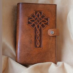 Hand Tooled Leather Bible Cover w/Celtic Knot Cross Leather Bible Cover, Bible Cases, Leather Projects, Leather Crafts, Leather Tooling Patterns, Leather Carving, Leather Books, Journal Covers, Leather Journal