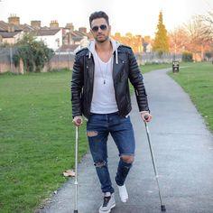"5,515 mentions J'aime, 175 commentaires - Adam Cam (@adamcam10) sur Instagram: ""...Who said crutches aren't cool... #adamcam10"""