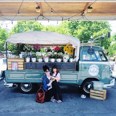 Beautiful Flower Truck Ideas For More Exciting - Page 20 of 49 - Patricia Decor Flower Truck, Flower Bar, Flower Shops, Beautiful Gardens, Beautiful Flowers, Flower Shop Design, Flower Stands, Cut Flowers, Flowers Garden