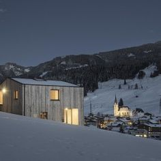 A Minimalist Wooden Cabin In A Picturesque Mountain Village Architecture Design, Architecture Magazines, Contemporary Architecture, Contemporary Building, Wooden Facade, Best Architects, Mountain Village, Wooden Cabins, Tiny House Movement