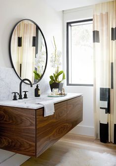 Get inspired for your next bathroom renovation with the hottest bathroom trends for including fixtures, faucets, showers, tubs, flooring and more. Mid Century Modern Bathroom, Modern Master Bathroom, Modern Bathroom Design, Bathroom Interior Design, Bathroom Small, Basement Bathroom, Gold Bathroom, Peach Bathroom, Bathroom Designs